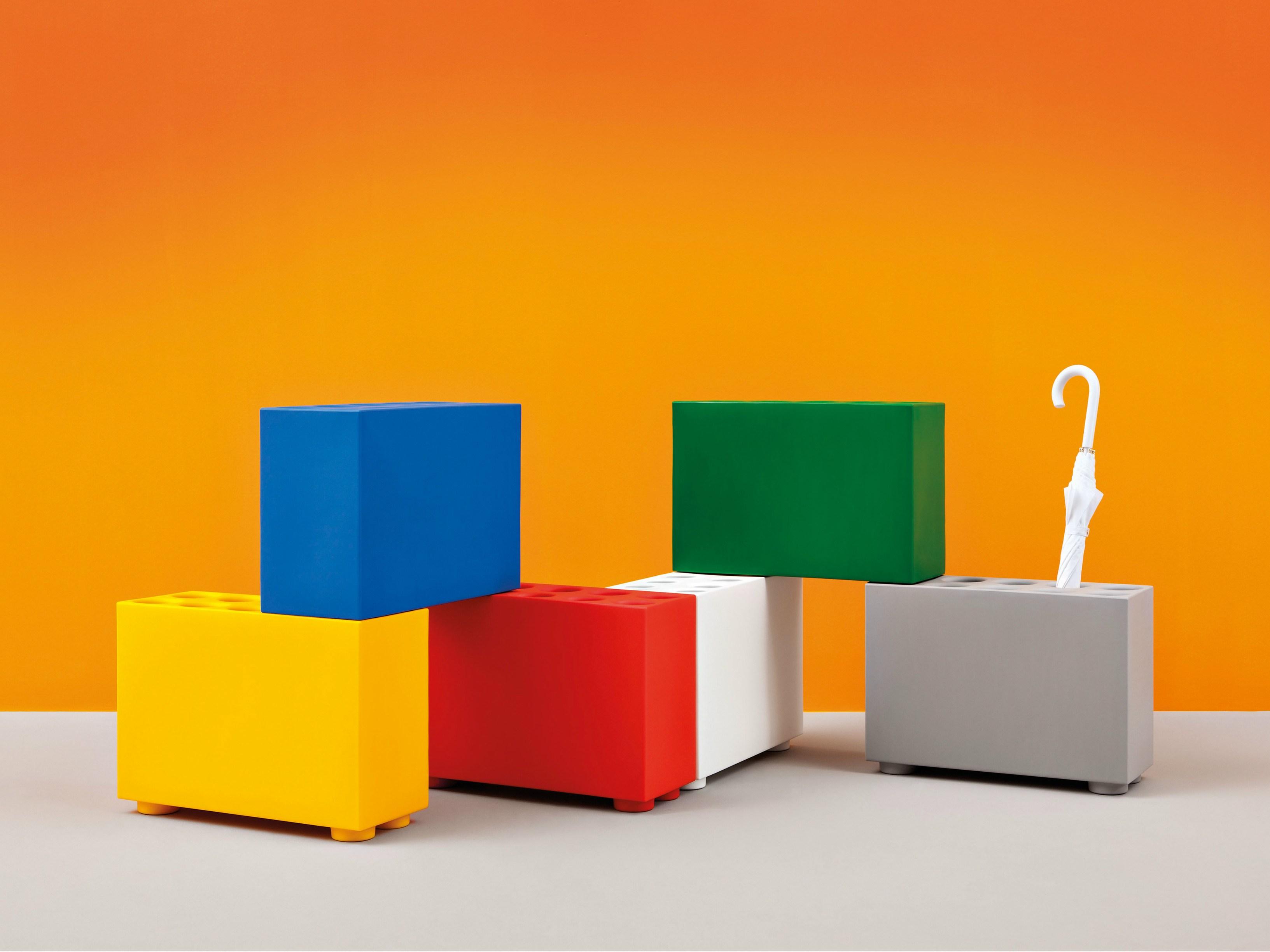 Brick l allegro portaombrelli del marchio pedrali arredare con stile - Portaombrelli design originale ...
