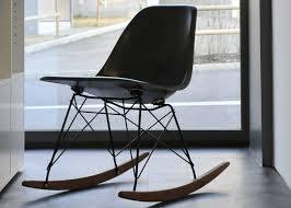 Sedia A Dondolo Rar Eames : Plastic armchair: le sedie in plastica di charles eames icone del