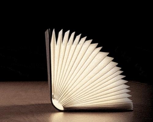 Lumio la lampada libro che illumina con stile ogni for Imitazioni lampade design