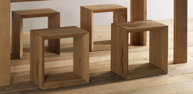 Il cubo di legno che da sedia si fa libreria ecco forma for Cubi in legno arredamento
