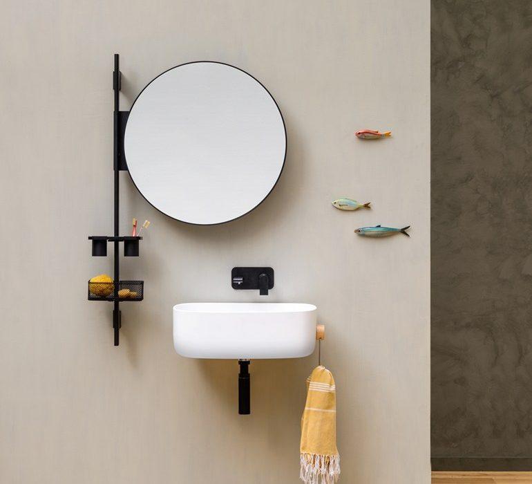 Un bagno moderno e funzionale con la barra attrezzata prop - Specchio rotondo bagno ...
