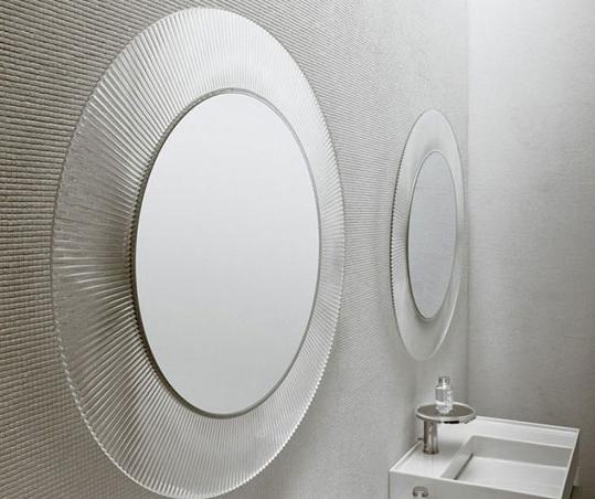 All saints di kartell un grande specchio circolare per - Specchio rotondo bagno ...