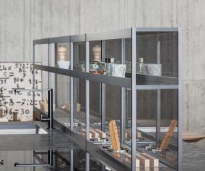 Sistema di mensole e vani a giorno in alluminio per cucina
