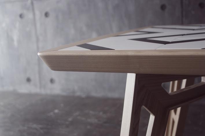 Mosaicool: il tavolo mutasuperficie che stimola la creatività