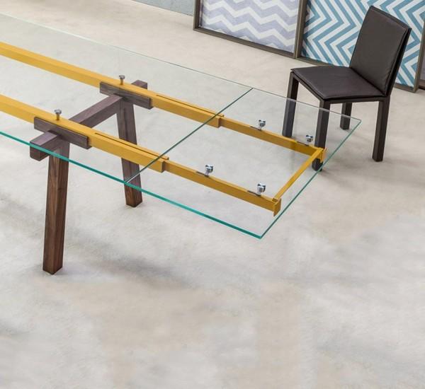 Bonaldo tracks il tavolo allungabile con piano in for Tavolo trasparente