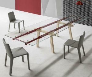 Bonaldo Tracks: il tavolo allungabile con piano in cristallo
